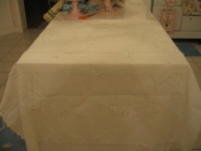 Pretty Vintage White Linen Embroidered Tablecloth Table Cover With Floral Design