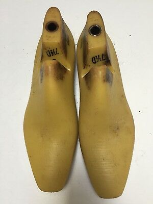 Vintage Pair Of Size 7.5 D Shoe Lasts From Jones & Vining Of Molded Plastic