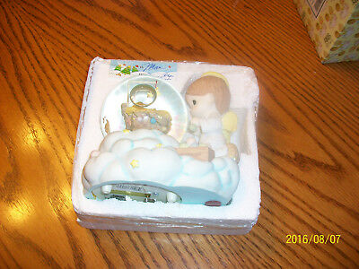 Precious Moments Musical Waterball Angel In A Manger