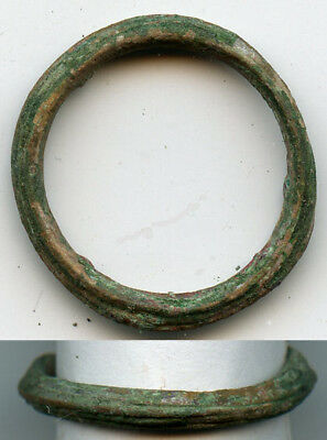 Ancient bronze ribbed Celtic finger ring (size ~8 1/2), 800-500 BC, Danube Area