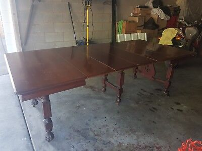 Scottish Victorian Mahogany Four Leaf Extension Table Claw Feet Central Support