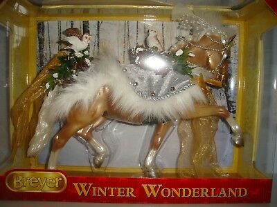 Breyer 2017 Holiday Horse WINTER WONDERLAND Traditional Size, NEW in Box