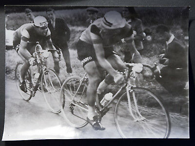 Photo de presse Cyclisme DINO BRUNI et MICHEL VAN AERDE TOUR DE FRANCE 1959