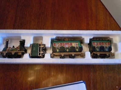 The Flying Scot Train ~ Dept. 56 Heritage Village EUC Christmas Accessory Decor