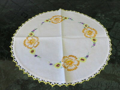 "Vintage Embroider Doily - Crochet Trim Edge - Flowers - 15"" Diameter"