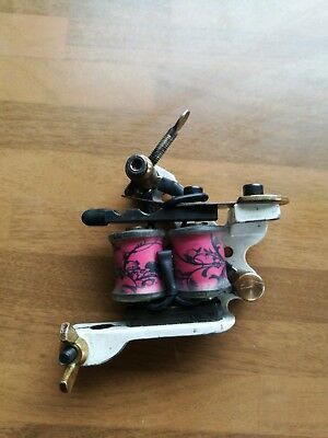 Professional tattoo machine hand made by Gary Shenton. Pink and white