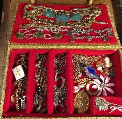 30 Pc Lot Of Vintage Costume Jewelry 16 Necklaces