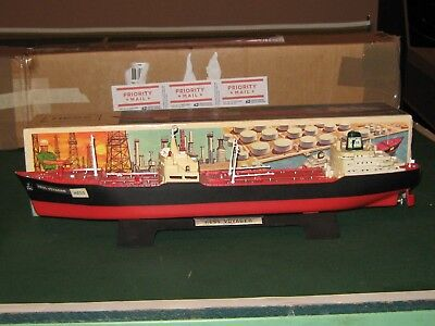 Hess 1966 Voyager Ship with RARE Stand and Box !!!!!!
