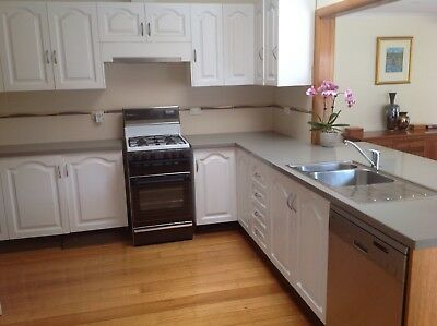 Kitchen full - Solid wood Cabinetry all Appliances, Caesarstone, Dishwasher,