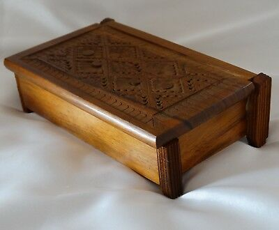 WOODEN TRINKET BOX WITH HAND CARVED & HINGED LID VINTAGE VGC Trinkets Jewellery