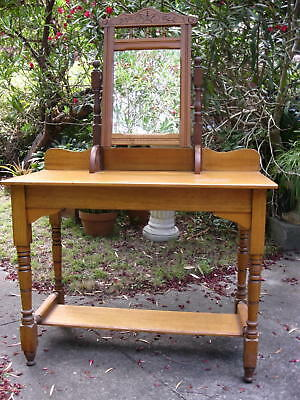 Cute Antique Dressing Table/washstand