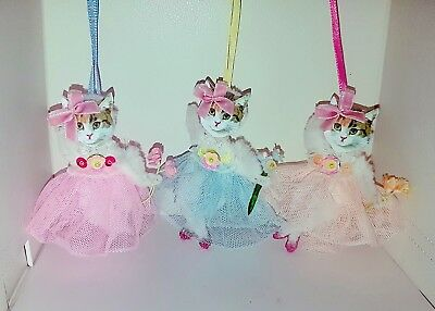 Vintage kitsch chenille pipe cleaner cat decorations