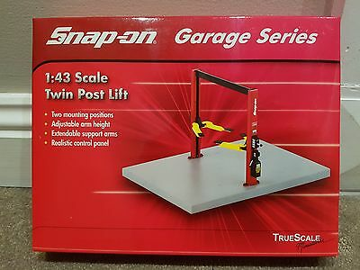 BNIB snap on garage series 1.43 twin post lift hoist diorama display