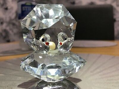 Glass figurine / paperweight.  oyster shaped bird table with pearl