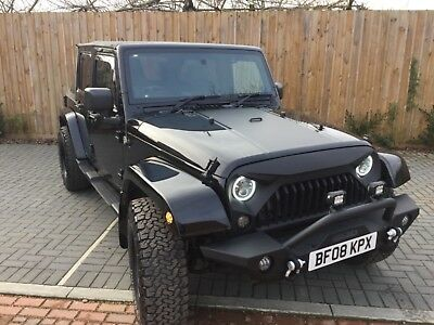Jeep Wrangler JK 2.8 CRD Unlimited, Gleaming black paintwork, soft top