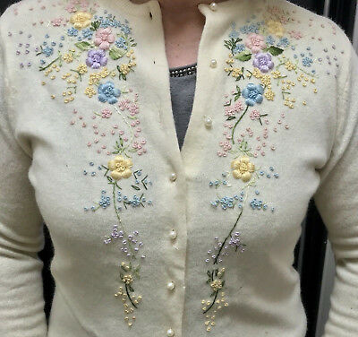 Vintage Ivory Lambswool Embroidered Cardigan Sweater Hong Kong M L 40 Lined