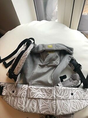 ** LILLEBaby (Lille Baby) Complete 6-in-1 Airflow baby carrier - used only twice