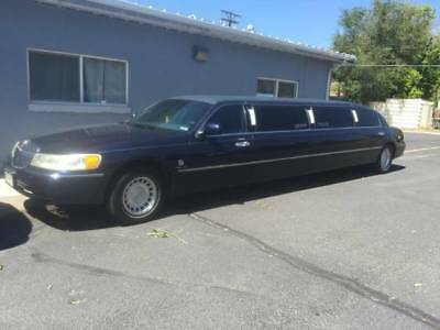 2001 Lincoln Town Car limousine Lincoln Limo