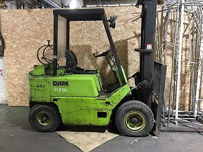 CLARK Forklift 2.5 Tonne Spares Or Repairs Unknown