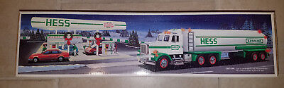 NEW 1990 HESS Toy Tanker Truck - Light and Sound - MINT NEW IN BOX