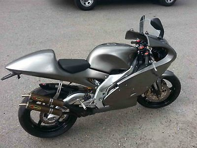 Aprilia: RS250 TWO STROKE. VERY RARE STREET LEGAL TWO STROKE BIKE APRILIA RS250 TWO SROKE. 1997 RARE STREET LEGAL BIKE WITH REGISTRATION PAPERS