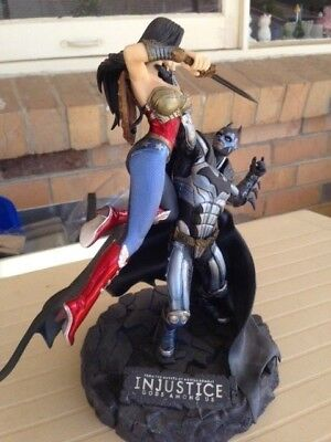 Injustice God Among Us Batman and Wonder Woman Statue (Rare)