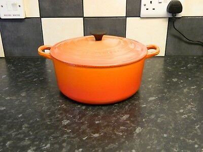 le creuset cast iron casserole dish and lid in orange size 24