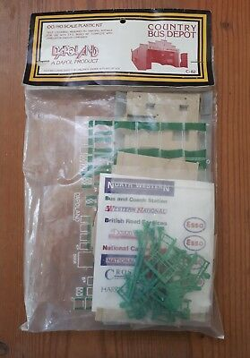 Dapol plastic kit.  Country Bus Depot.  OO/HO scale. In sealed packet