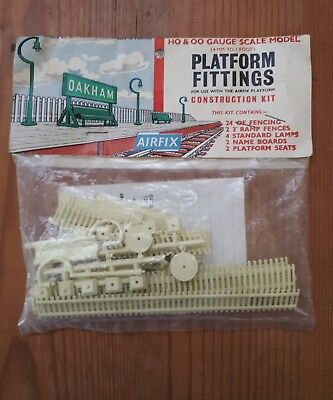 Airfix Platform Fittings construction Kit. HO/OO scale. Sealed packet.