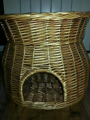 Wicker 2 tier cat basket
