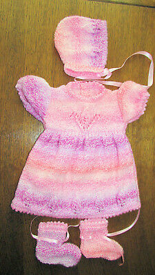 BABY PINK  MARBLE HAND  KINTTED  DRESS SET 0 to 3 months  DRESS HAT BOOTIES NEW.