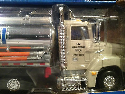 Mobil Truck 1999 Limited Edition Collector's Toy Truck