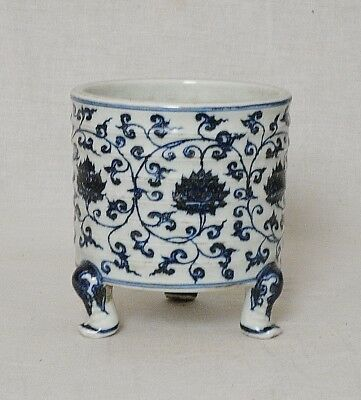 Chinese  Blue and White  Tripod  Porcelain  Brush  Washer  With  Mark     M2603