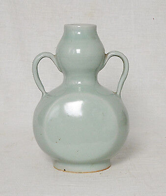 Chinese  Celadon  Glaze  Porcelain  Vase  With  Handle     M2658