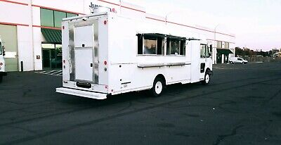 2009 Workhorse Food Truck Customed by Rolling Kitchens | 22ft Brand New Kitchen