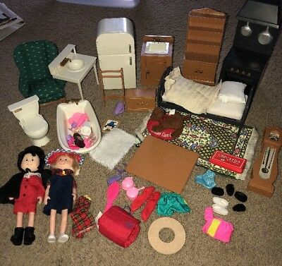 LOT OF MADELINE DOLLS And DOLLHOUSE FURNITURE CLOTHES PEPITO FRIEND DOG EDEN