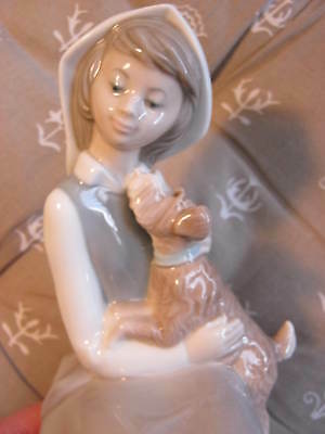 LLADRO, Sweet Beautiful Girl and Dog, Porcelain Figurine, Beautifully Detailed!