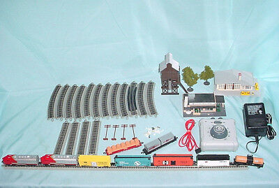 Bachmann Explorer Santa Fe Engine N Scale Electric Train Set Buildings Extras