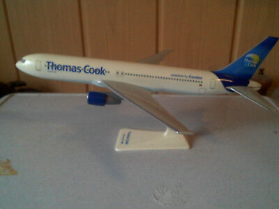 Flugzeugmodell Thomas Cook Boeing 767-300 im Maßstab 1:250