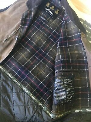 Men's Medium (39-40in) Barbour waxed cotton field vest lined for added warmth.