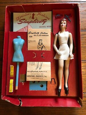 Vintage 1940's Simplicity Miniature Fashiondol by Latexture sewing set