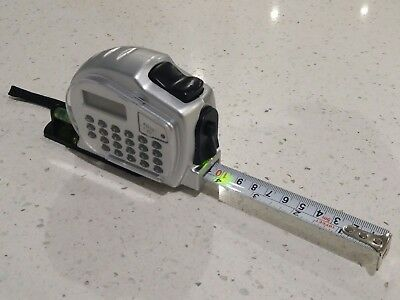 New Tape measure Multi-tool: Spirit level, calculator, torch.