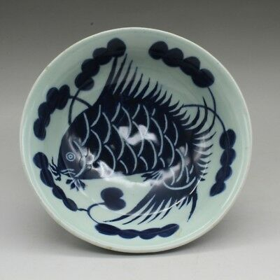 Chinese old hand-carved Blue and white porcelain fish pattern bowl