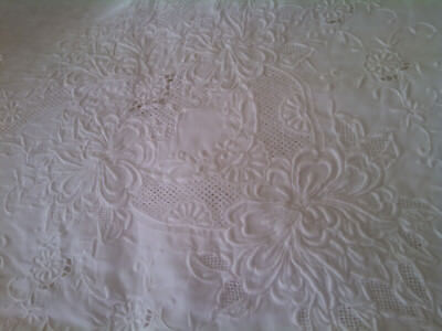 """Vintage Linen Tablecloth / Heavy Embroidery / White / 100"""" x 70"""""""