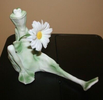 VINTAGE FROGG BY JESSICA DESTEFANO  PORCELAIN FROG FIGURINE  1982 Mint Condition