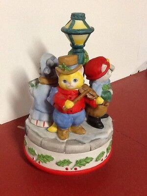 Rare Kitty Cucumber Three Carolers By Light Post Music Box, Has An Issue