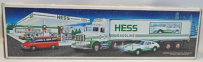 HESS TOY TRUCK 18 WHEELER with RACER VINTAGE 1992 NEW in the ORIGINAL BOX