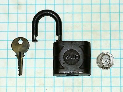 Vtg Old Brass Original Yale & Towne Lock Co SUPER PIN TUMBLER Padlock & with Key