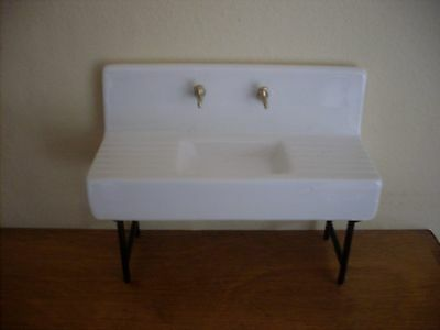 Dollshouse Miniature    Butlers Sink