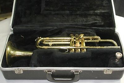 Vintage Selmer Bundy Trumpet .ML model. GREAT PLAYER with Case and Bach M/P